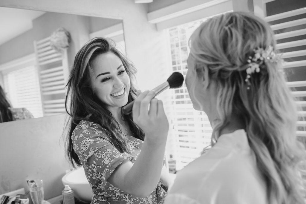 aankleding-bruid-foto's-trouwfotograaf-santpoord